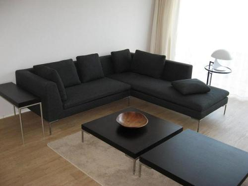 Sitting room after, with the B&B Italia Charles sofa