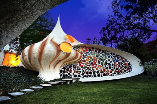 Another Shell house, this one in Mexico City
